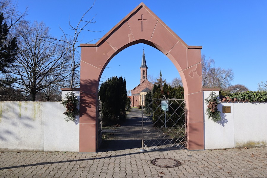 Friedhof Linkenheim - Eingang Friedrichstraße