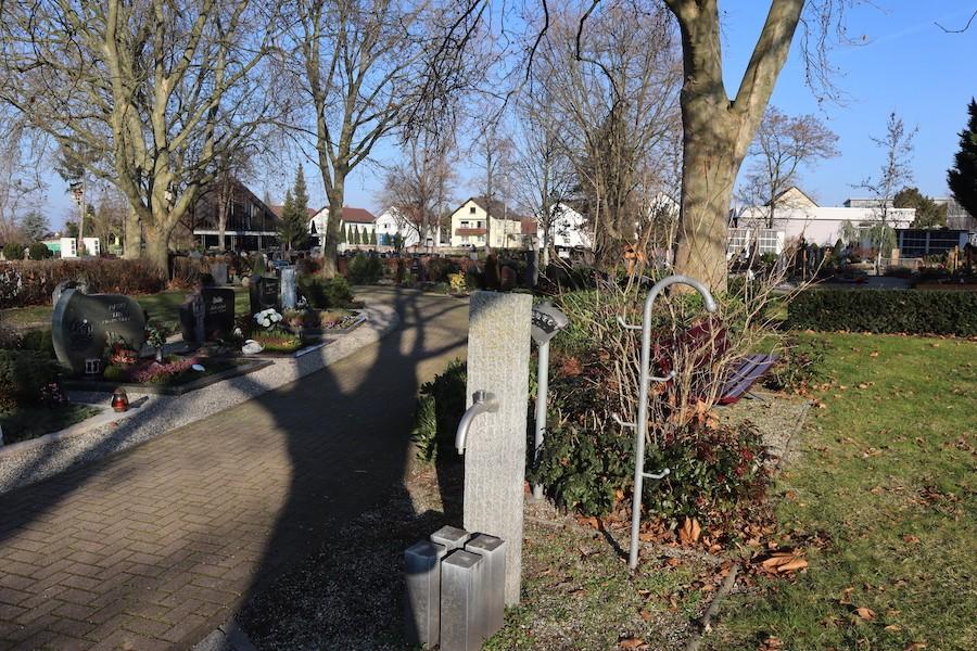 Friedhof Leopoldshafen - Gärtnergepflegtes Grabfeld
