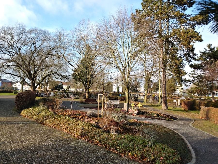 Friedhof Neuthard Grabanlagen